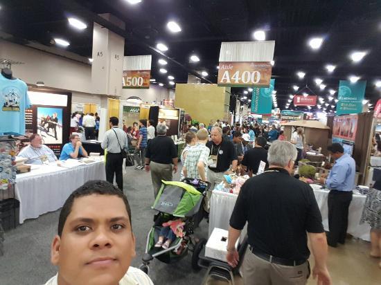 Henry B. Gonzalez Convention Center: Excelente lugar para centro de convenciones. Es una inmensidad este lugar.. muy apropiado para d