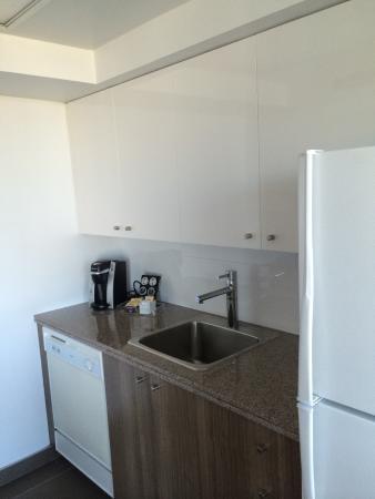 Carmana Plaza: Kitchen area
