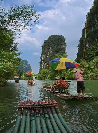 Dragon River Retreat : Floating past the Hotel
