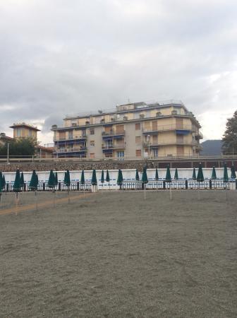 Hotel Garden: hotel from beach