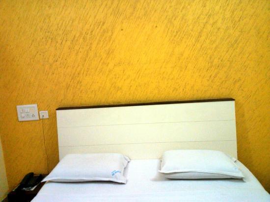 Comfort Inn Vyshak: Non A/C Deluxe Room