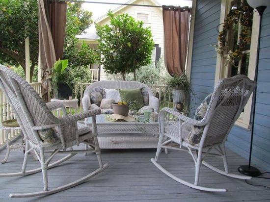 Swann Hotel Bed and Breakfast: Relax on our beautiful porches