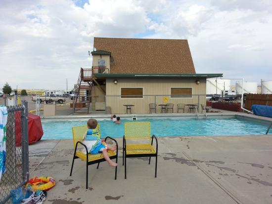 Rock Springs KOA: The heated pool was fun.