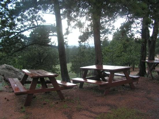 Divide, Kolorado: Picnic tables and beautiful  mountain view.