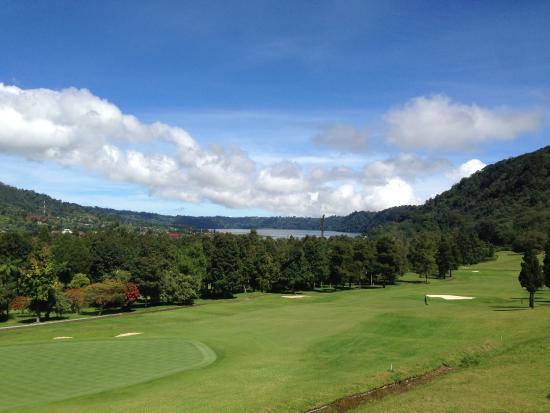 Handara Golf & Resort Bali: Golf Course View and Lake Buyan