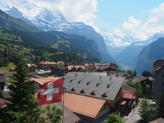 Hotel Jungfraublick Wengen : View of the valley