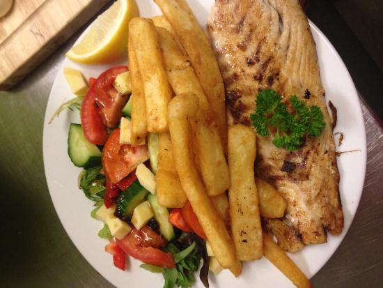Barcaldine Country Motor Inn: panfried fish meal