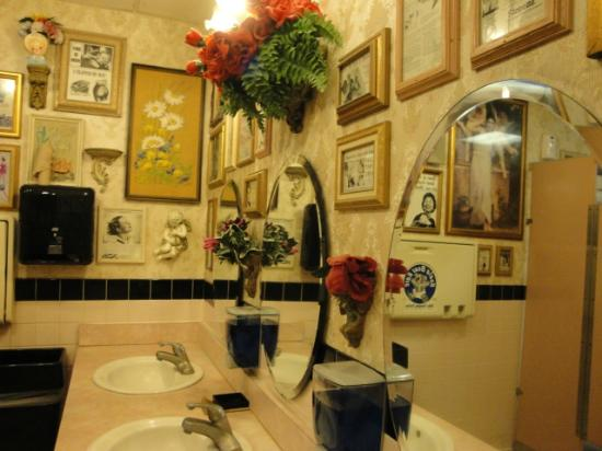 Quirky Bathroom Fotograf A De Buca Di Beppo Honolulu