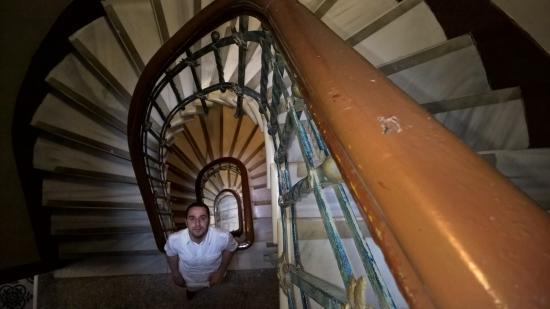 Yenı Hotel: stairs