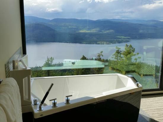 bathtub - picture of sparkling hill resort, vernon - tripadvisor