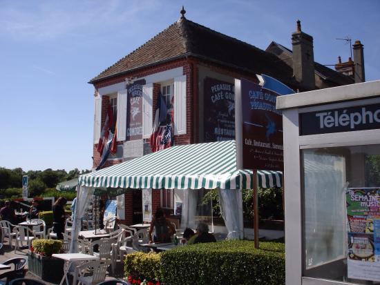 Entrance - Cafe Gondree Photo