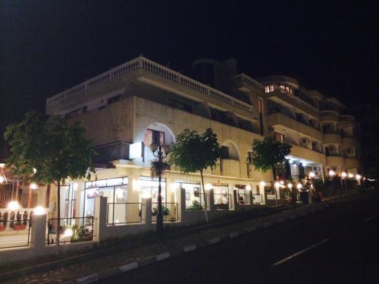 Corona Hotel: Silent.