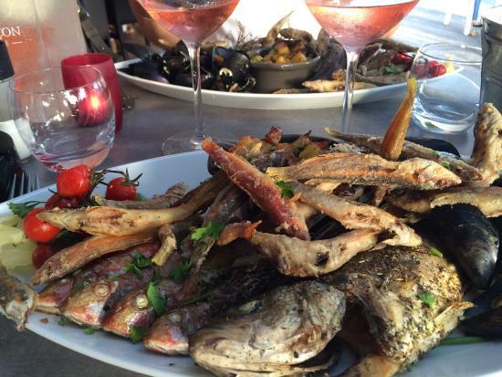 La salinoise : Assiette de la mer ! Juste une tuerie... Rougets girelles loup moules et petites pommes de terr