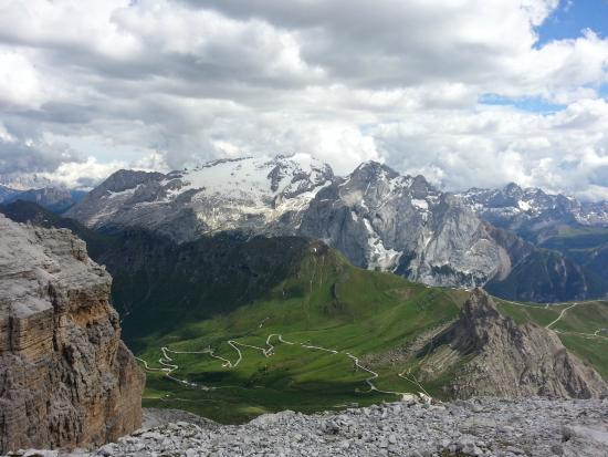 Veduta da Sass Pordoi - Foto di La Terrazza delle Dolomiti, Canazei ...