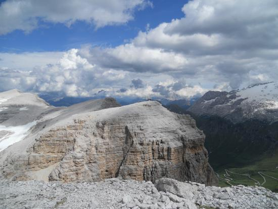 https://media-cdn.tripadvisor.com/media/photo-s/08/48/7b/ed/la-terrazza-delle-dolomiti.jpg
