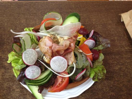 Restaurante Bacchus : Salad with chicken and bacon