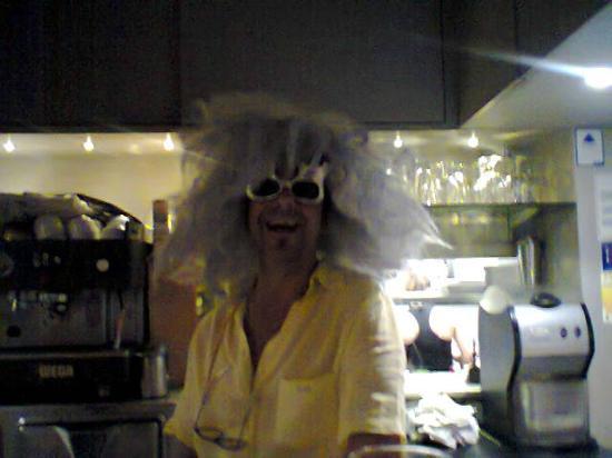 Le Bacchus : Eric l'homme aux chapeaux :)