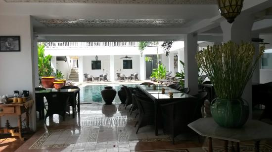 Samsara Inn by Lingga Murti: reception/ommunal area anbd pool