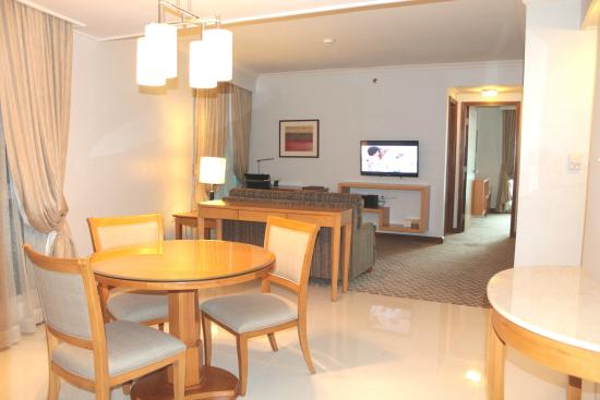 The Linden Suites: 2 Bedroom Deluxe Roomu0027s Dining And Living Area