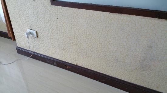 steckdose halb raus tapete defekt fu leisten defekt foto di racha kiri resort spa khanom. Black Bedroom Furniture Sets. Home Design Ideas
