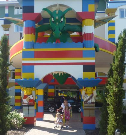 Swimming pool picture of legoland resort hotel windsor tripadvisor for Hotels near legoland with swimming pool