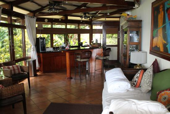 Tulemar Bungalows & Villas : Mot Mot Living/Dining Area