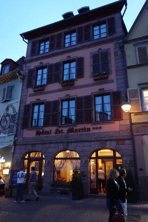 Hotel Saint Martin : 夜の正面です
