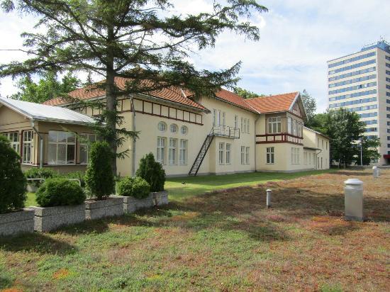 Tahtvere Manor
