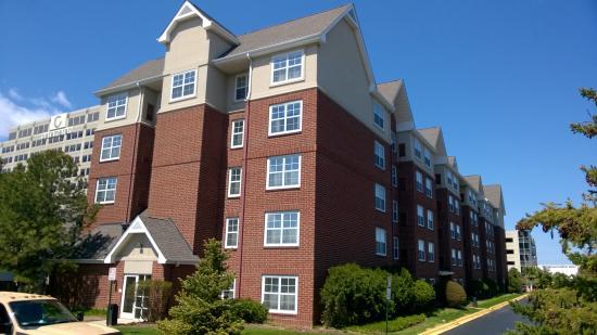 Residence Inn Chicago Schaumburg/Woodfield Mall: Hotel building