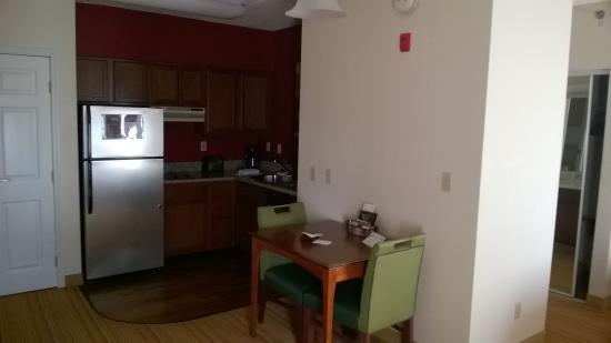 Residence Inn Chicago Schaumburg/Woodfield Mall: kitchenette
