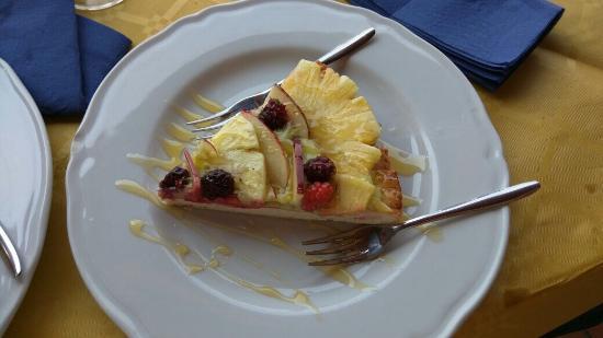 Villafranca Tirrena, Italia: Crostata di frutta :) ottima!!