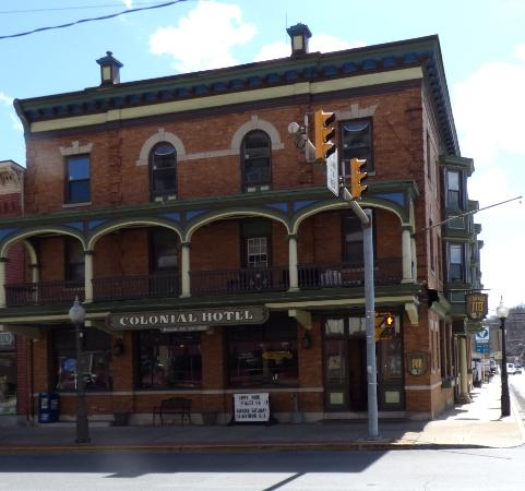 The Broadway Pub Is In Historc Colonial Hotel