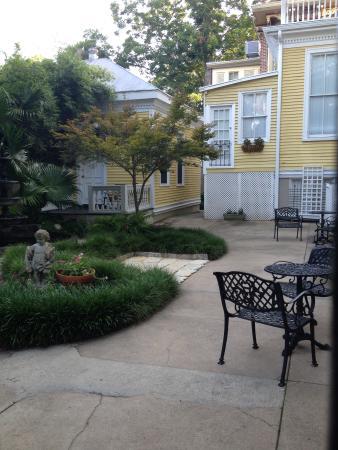 The Garden at Forsyth Inn