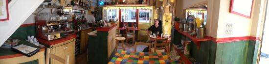 Larsson's Coffee House & Creperie : Pan of the interior