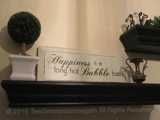 Pettigru Place Bed and Breakfast: understatement for sure ... Carolinian bath decor