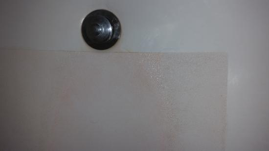 Sleep Inn & Suites Lebanon / Nashville: Tub grime
