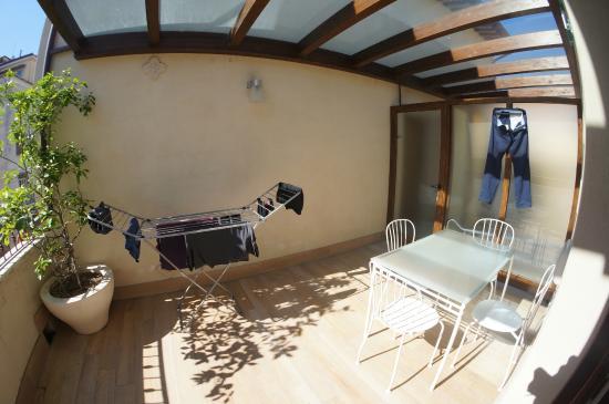 Di Sabatino Resort: front porch with drying rack
