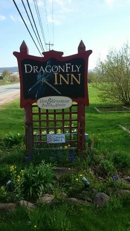 Dragonfly Inn: Schild