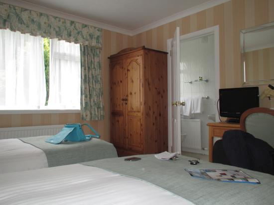 Ballifeary Guest House: Room and en-suite