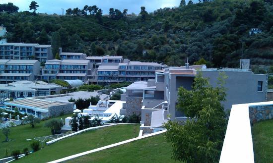 Kassandra Bay Resort & Spa: Hotel and smaller pool