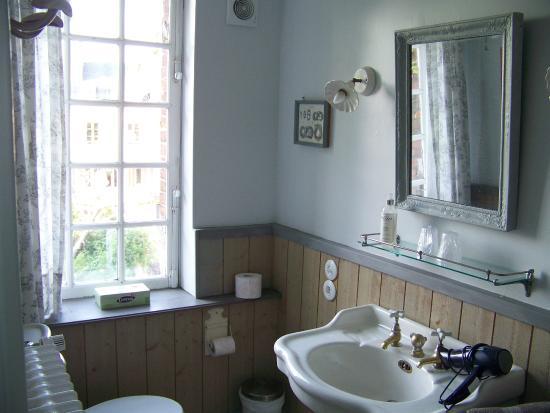 Rosebud : Bathroom