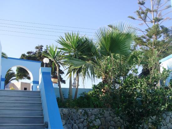 Dimitris Villas: The courtyard steps