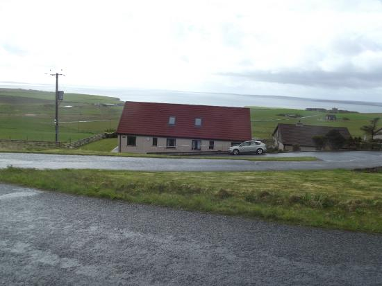 Scapa Flow Lodges: Looking over to Scapa Flow from behind the Lodges