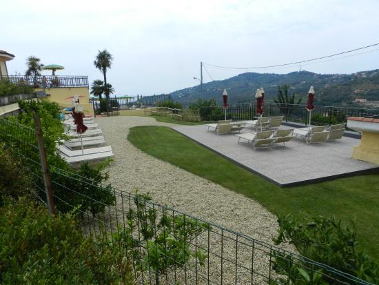 Hotel Liliana: vista dal bar della piscina