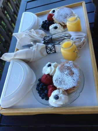 Beach Hideaway Bed and Breakfast & Spa: Breakfast one morning