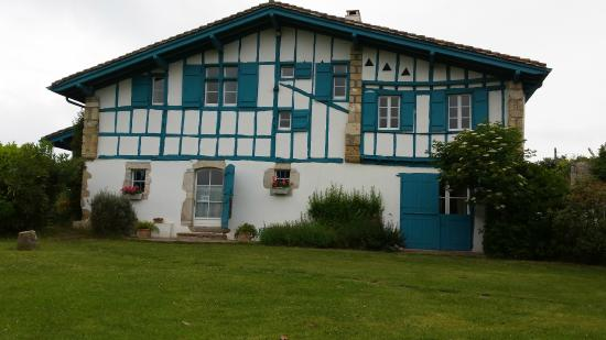 Tr s belle maison basque photo de irigoian bidart tripadvisor for Photos maison basque