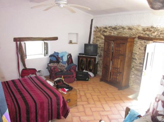O Monte Alentejano: Suite: spacious and authentic design&furniture