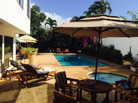 Eva Villa : Beautiful patio right out the door!