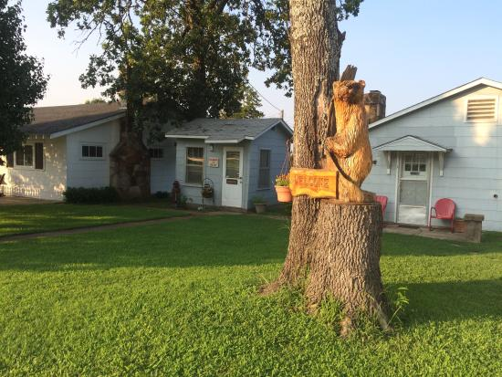 Gamaliel, AR: Out front