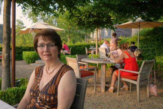Hotel des Bains & Wellness: mon épouse repas pris dans une partie du jardin
